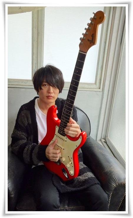 アレキサンドロス白井のギターの種類まとめ!川上洋平との音の違いも16