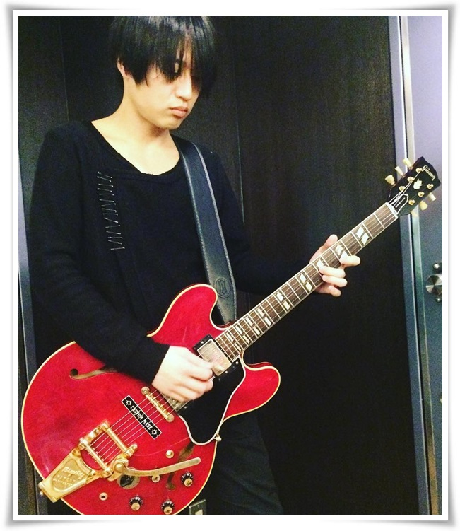 アレキサンドロス白井のギターの種類まとめ!川上洋平との音の違いも4